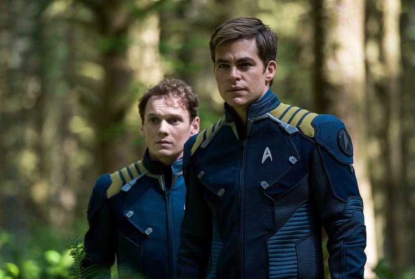 """Aktor Chris Pine zaprezentował zwiastun filmu dokumentalnego """"Love, Antosha"""", skupiającego się na życiu jego przyjaciela Antona Yelchina. Obaj poznali się na planie """"Star Treka"""", który w 2019 roku obchodzi dziesiątą rocznicę swojej premiery. Yelchin zginął w wypadku w czerwcu 2016 roku, na kilka tygodni przed premierą trzeciego filmu z serii."""