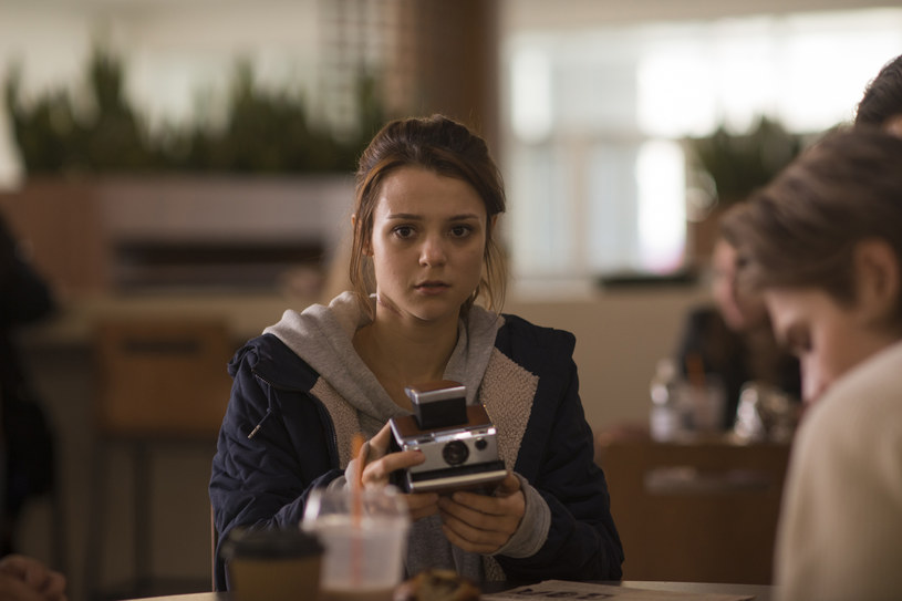 """Na tych widzów, którzy uwielbiają się bać, już od 28 czerwca w kinach czekać będzie niemała gratka, czyli """"Polaroid""""."""