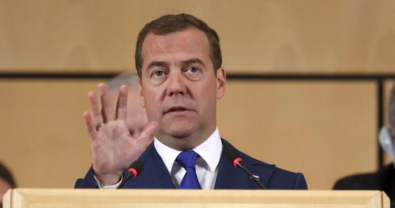 Światowa gospodarka może przejść w przyszłości do czterodniowego tygodnia pracy – mówił podczas konferencji Międzynarodowej Organizacji Pracy w Genewie premier Rosji Dmitrij Miedwiediew.