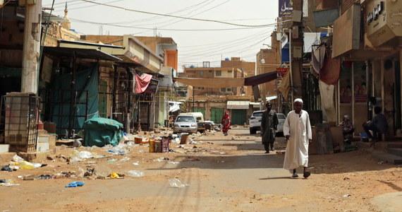 Sudańska opozycja zgodziła się na wstrzymanie akcji nieposłuszeństwa obywatelskiego, w tym protestów i strajku. Negocjacje między protestującymi a wojskowymi zostaną wznowione - ogłosił etiopski mediator w Sudanie Mahmud Drir