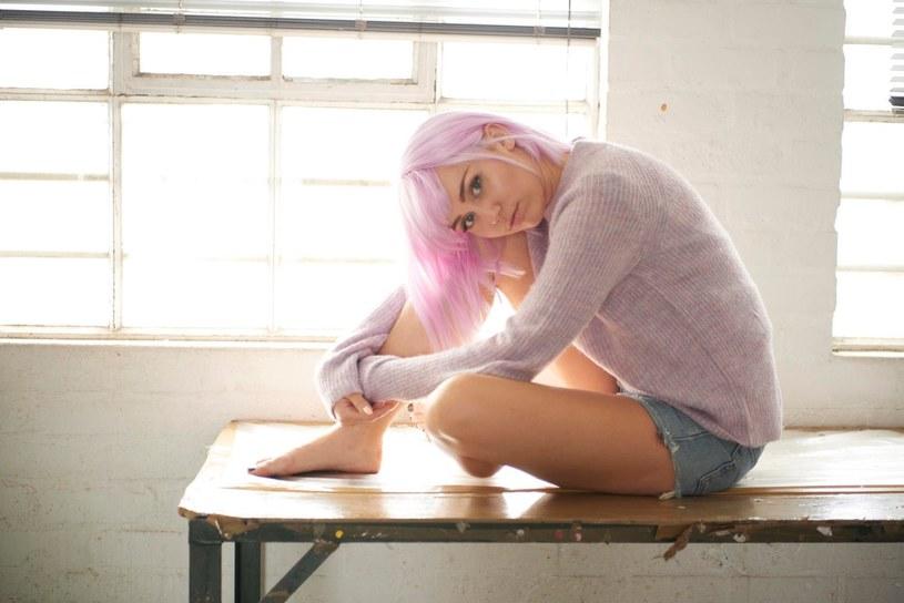 """W sieci pojawiła się piosenka """"On A Roll"""", wykonana przez Miley Cyrus w serialu """"Czarne lustro"""". Największa gwiazda ostatniej edycji Orange Warsaw Festival, zapowiedziała, że wkrótce opublikuje całą kompozycję."""