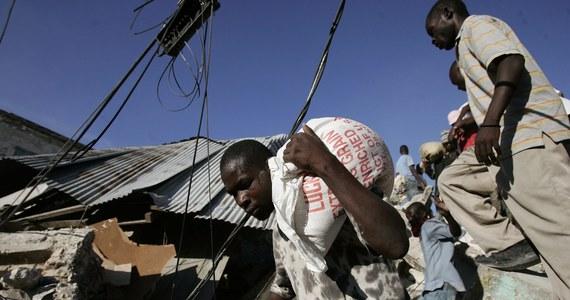 Organizacja charytatywna Oxfam na cenzurowanym. W opublikowanym w Wielkiej Brytanii raporcie mowa jest m.in. o ignorowaniu doniesień o współżyciu pracowników Oxfam z nieletnimi prostytutkami. Miało do tego dochodzić po trzęsieniu ziemi w Haiti w 2010 roku.
