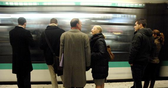 Już niedługo znikną z Paryża tradycyjne papierowe bilety na metro, autobusy i podmiejską kolejkę ekspresową. Zostaną one stopniowo zastąpione elektronicznymi biletami, przypominającymi karty kredytowe.