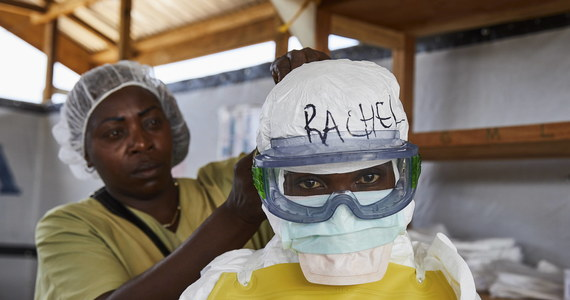 Pięcioletni chłopiec, u którego lekarze w Ugandzie wykryli wirusa eboli, zmarł w nocy z wtorku na środę - poinformowała Światowa Organizacja Zdrowia (WHO). Zakażonych gorączką krwotoczną jest też dwóch członków jego rodziny.