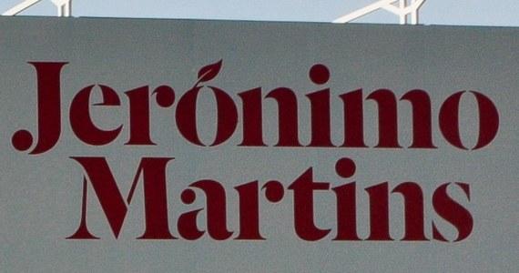 Portugalska prokuratura postawiła w środę 10 pracownikom grupy Jeronimo Martins, która jest właścicielem sieci handlowej Biedronka, zarzuty dotyczące korupcji. Jest wśród nich wysoki rangą pracownik firmy z jej polskiego oddziału.