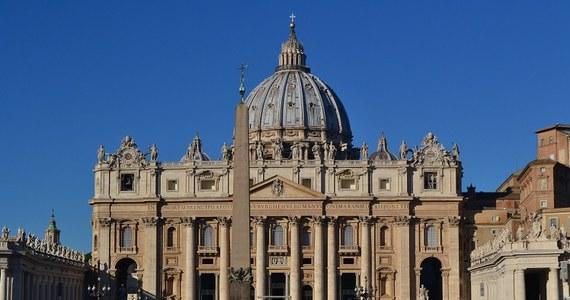 Dwanaście pierwszych punktów ładowania samochodów elektrycznych uruchomiono na terenie Watykanu. Będzie ich w sumie dwadzieścia.