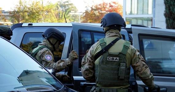 Centralne Biuro Antykorupcyjne zatrzymało pięć kolejnych osób w związku ze śledztwem dotyczącym nieprawidłowości w spółce GetBack. Do tej pory zarzuty w tym śledztwie usłyszało już 49 osób.