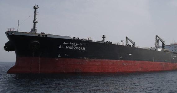 Groźny incydent w Zatoce Omańskiej. Niedaleko wybrzeży Iranu płoną dwa wielkie tankowce przewożące ropę naftową. Doszło na nich do eksplozji. Jeden ze statków zatonął. Okoliczności zdarzenia nie są dokładnie znane.