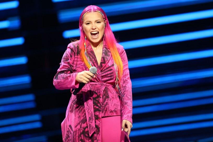 """""""Pięknie zaśpiewane"""", """"super duet"""", """"sztos"""" - internauci zachwycają się piosenką """"Szukam nas"""", w której siły połączyli Marta Gałuszewska (zwyciężczyni """"The Voice of Poland"""") i idol nastolatek Jeremi Sikorski."""