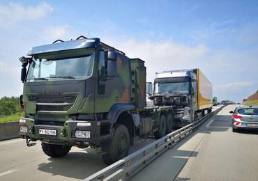 Dramatyczna akcja na niemieckiej autostradzie. Żołnierze zajechali drogę rozpędzonej ciężarówce