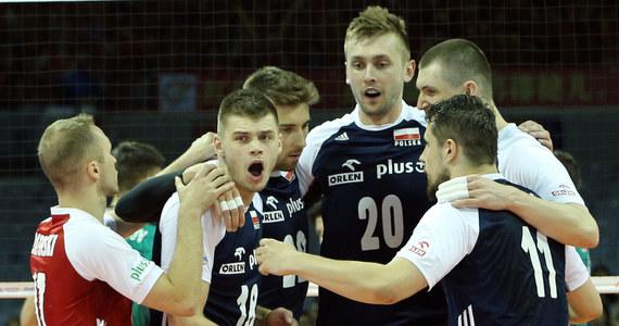 Polscy siatkarze w piątkowym meczu Ligi Narodów zagrają w irańskiej Urmii z triumfatorami poprzedniej edycji Rosjanami. W dwóch pozostałych spotkaniach biało-czerwonych też czeka trudne zadanie - pojedynki z gospodarzami turnieju oraz Kanadyjczykami.