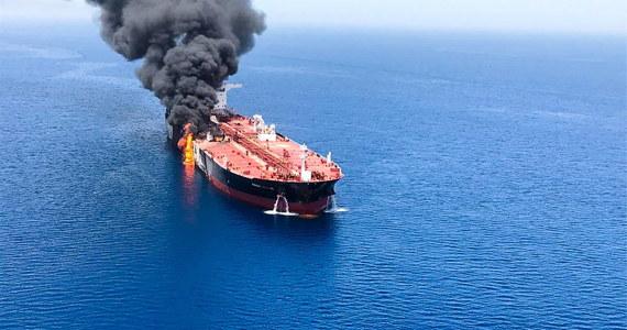 """Prezydent USA twierdzi, że to Iran stoi za atakami na tankowce w Zatoce Omańskiej. Donald Trump ostrzegł też władze Iranu przed zamknięciem ważnej dla transportu ropy naftowej cieśniny Ormuz. Jednocześnie zaznaczył, że chce powrotu Teheranu do rozmów. W rozmowie telefonicznej z telewizją Fox News amerykański prezydent powiedział, że Stany Zjednoczone """"zdemaskowały"""" Iran."""