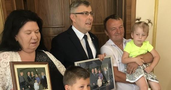 Niecodzienne spotkanie w urzędzie wojewódzkim w Katowicach. Śląski wojewoda spotkał się tam z 6-letnim Maćkiem z Czechowic-Dziedzic. Chłopiec ponad dwie miesiące temu uratował 3-letnie dziecko, które wyskoczyło z okna.