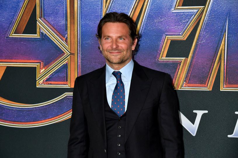 """Siedmiokrotnie nominowany do Oscara Bradley Cooper prowadzi rozmowy w sprawie występu w """"Nightmare Alley"""", najnowszym filmie Guillermo del Toro. Zastąpiłby Leonardo DiCaprio, któremu początkowo proponowano główną rolę."""
