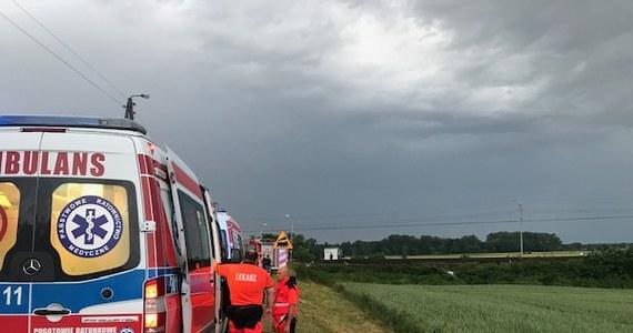 Tragiczny wypadek na niestrzeżonym przejeździe kolejowym w miejscowości Nowa Wieś Kącka. Samochód osobowy wjechał pod pociąg. Nie żyje pięć osób.