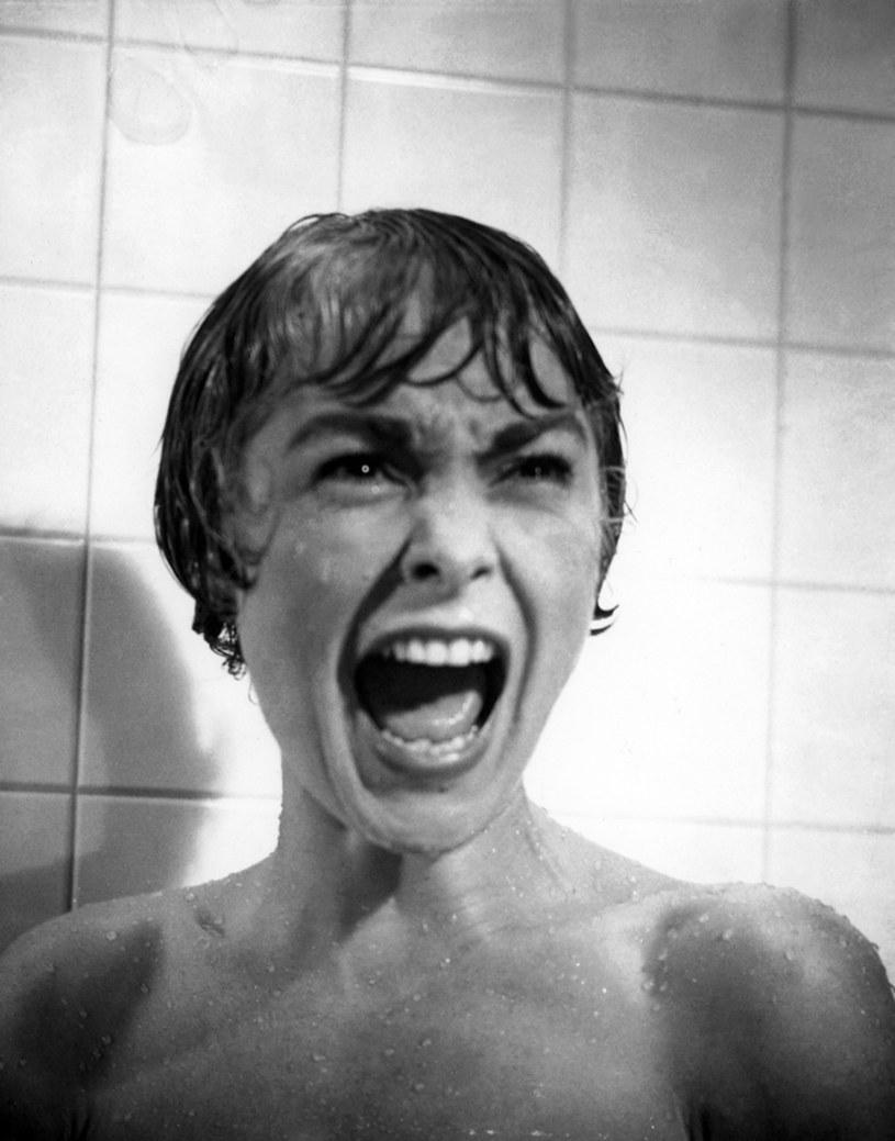 """Zainteresowanie tym filmem było tak duże, że kolejki do kin tworzyły się od wczesnych godzin porannych. Na seansach musiała interweniować policja. """"Psychoza"""" otrzymała cztery nominacje do Oscara, w tym dla reżysera Alfreda Hitchcocka. Premiera słynnej produkcji odbyła się dokładnie 59 lat temu - 16 czerwca 1960 roku."""