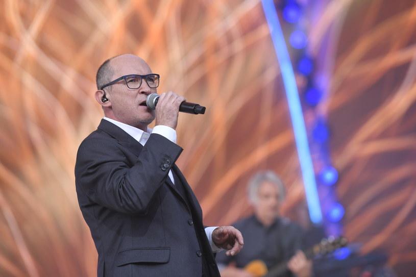 """Andrzej Krzywy myślami jest już na festiwalu w Opolu, gdzie 4 września weźmie udział w koncercie """"Od Opola do Opola"""". Przymusową przerwę w koncertowaniu wokalista wykorzystał na naukę - zajął się realizowaniem filmów animowanych."""