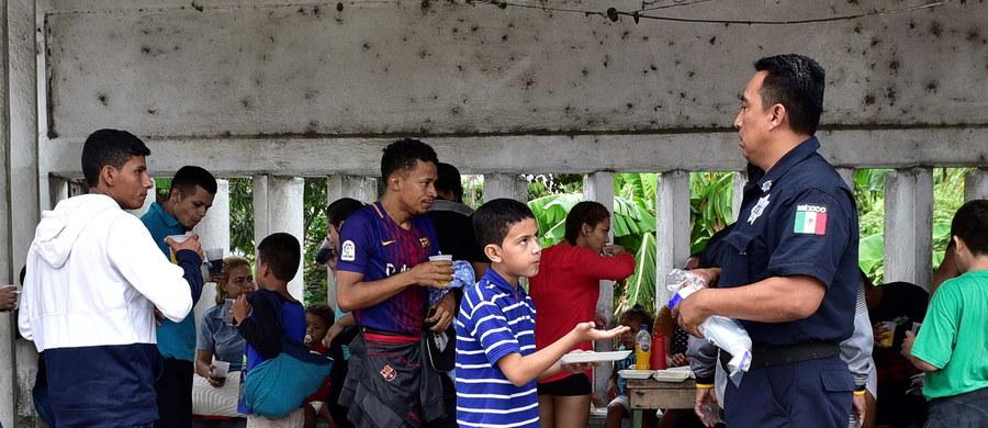 Meksykańska policja federalna zatrzymała w sobotę na terenie stanu Veracruz co najmniej 700 nielegalnych migrantów z Ameryki Środkowej, którzy próbowali dotrzeć przez Meksyk do Stanów Zjednoczonych.