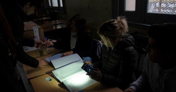 90 procent Argentyny odzyskało w poniedziałek prąd - poinformowała argentyńska agencja państwowa Telam. Energia elektryczna została także prawie całkowicie przywrócona w Urugwaju.