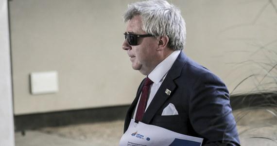 """Ryszard Czarnecki przegrał sprawę w sądzie Unii Europejskiej o unieważnienie pozbawienia go funkcji wiceprzewodniczącego Parlamentu Europejskiego w związku z nazwaniem europoseł Platformy Obywatelskiej Róży Thun """"szmalcownikiem""""."""