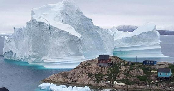 Naukowcy badający Grenlandię zanotowali rekordowe tempo topnienia lodu. W ciągu zaledwie jednego dnia stopniało 2 miliardy ton lodu.