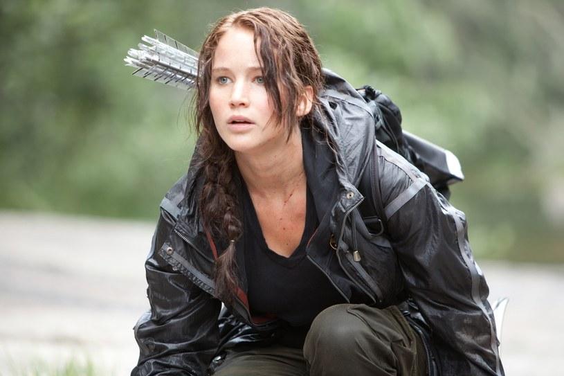 """Suzanne Collins ogłosiła, że pracuje nad nową książkę z serii """"Igrzyska śmierci"""". Ukaże się ona 19 maja 2020 roku. Wytwórnia Lionsgate już rozpoczęła rozmowy dotyczące jej filmowej adaptacji."""