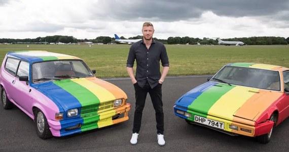 Ekipa Top Gear w tęczowym proteście. Prowadzący program motoryzacyjny telewizji BBC przemalowali dwa samochody na kolory tęczy. To znak solidarności ze społecznością LGBT i nie chodzi nawet o Wielką Brytanię.