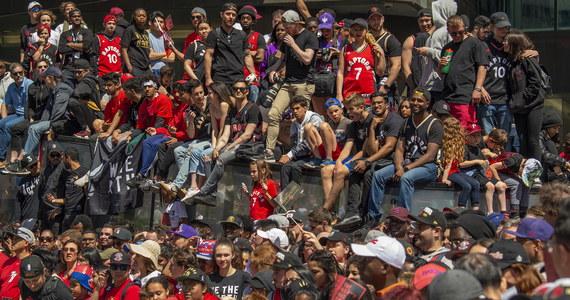 Ponad milion świętowało na ulicach Toronto mistrzostwo ligi NBA dla drużyny Raptors. Podczas fety doszło do strzelaniny.