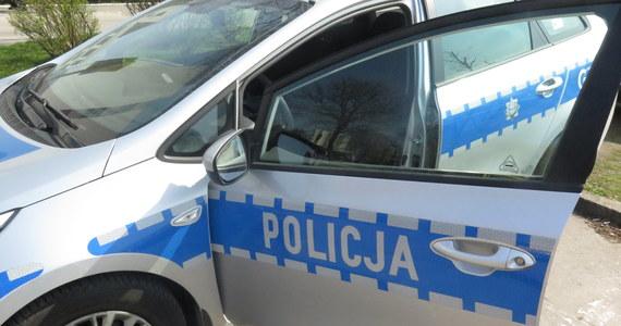 To policjant kierujący radiowozem na sygnale spowodował wypadek podczas przejazdu kolumny sekretarza generalnego NATO Jensa Stoltenberga w Warszawie - dowiedział się reporter RMF FM. Chodzi o zdarzenie z sierpnia 2017 roku, w którym ranne zostały 4 osoby.