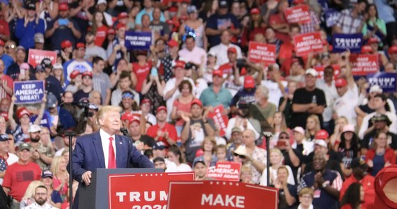 """""""Osiągnęliśmy więcej niż jakikolwiek inny prezydent w ciągu pierwszych 2,5 roku prezydentury i w okolicznościach, z którymi żaden prezydent nie miał do czynienia wcześniej"""" - mówił prezydent Donald Trump podczas wiecu wyborczego w czasie którego ogłosił swój start w wyborach w 2020 roku."""