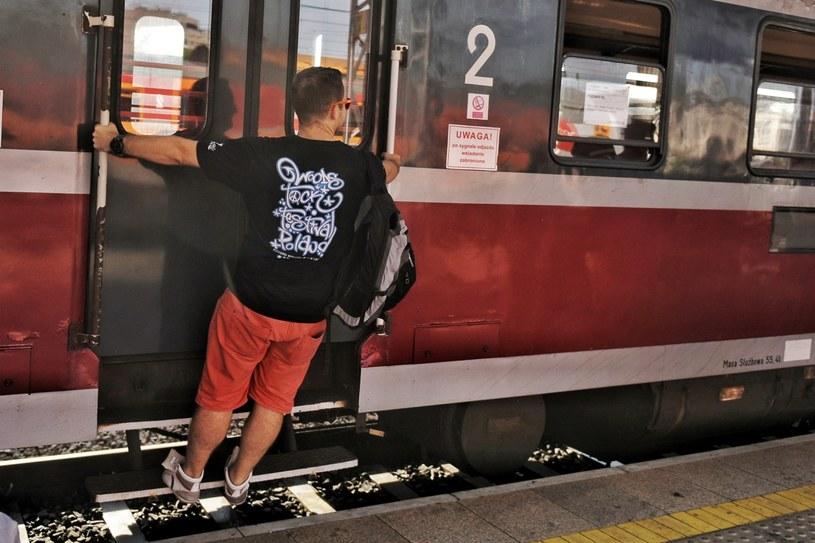 """Premier Mateusz Morawiecki zapowiedział, że będą przygotowane specjalne pociągi, które dowiozą uczestników Pol'and'Rock Festival do Kostrzyna nad Odrą. """"Dobra wiadomość to zawsze dobra wiadomość. Zwyciężył zdrowy rozsądek!"""" - cieszy się Jurek Owsiak."""