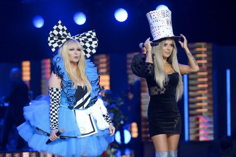 """Doda, jak i Maryla Rodowicz nie ukrywają sympatii do siebie nawzajem. Poznały się wiele lat temu w Opolu, a Doda nie raz śpiewała piosenki Maryli. Tym razem wokalistka opublikowała stare nagranie, na którym jako 15-latka, śpiewa przebój Rodowicz """"Polska Madonna""""."""