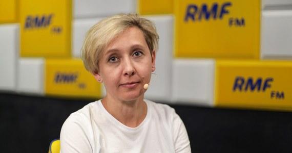 """""""Wakacji nie będzie. Wskazówki, jakie dostaliśmy 26 maja pokazują, że będzie się działo"""" – uważa Anna Materska-Sosnowska, politolog z Uniwersytetu Warszawskiego, nawiązując do kampanii przed wyborami parlamentarnymi. """"26 maja przyniósł zaskakujące wyniki i to dla obu stron. Absolutnie, znakomite osiągnięcie dla PiS-u"""" – mówi gość Popołudniowej rozmowy w RMF FM. Jej zdaniem, teraz stawką w zbliżających się wyborach jest coś innego. """"PiS nie gra już o to, żeby pozostać u władzy. PiS gra o rządy samodzielne, najlepiej z większością konstytucyjną"""" – wyjaśnia politolog. """"PiS jest sprawniejszy. Odrobili lekcje z przegranych wyborów, odrobili lekcje z opozycji"""" – zauważa dr Anna Materska-Sosnowska."""