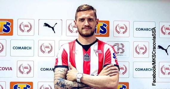 Dziś Cracovia Kraków pochwaliła się pozyskaniem nowego piłkarza – Davida Jablonsky'iego. Czech w ojczyźnie bardziej jest jednak znany z korupcji niż osiągnięć piłkarskich. Piłkarz ma na koncie wyrok za ustawianie meczów – pisze Onet.