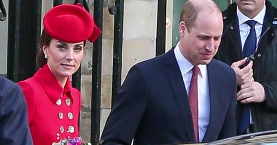 Motocykl z konwoju księcia William i księżnej Kate potrącił staruszkę. Do wypadku doszło w ostatni poniedziałek (17.06), gdy para jechała do Windsoru.