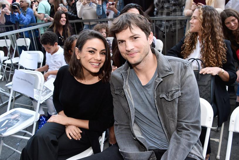 """Media za oceanem aż zawrzały! Ashton Kutcher i Mila Kunis rozstali się? Jak donosi magazyn """"In Touch Weekly"""" Kunis nie wytrzymała i wraz z dziećmi wyprowadziła się od aktora. Jaka jest prawda? Zobaczcie komentarz pary!"""