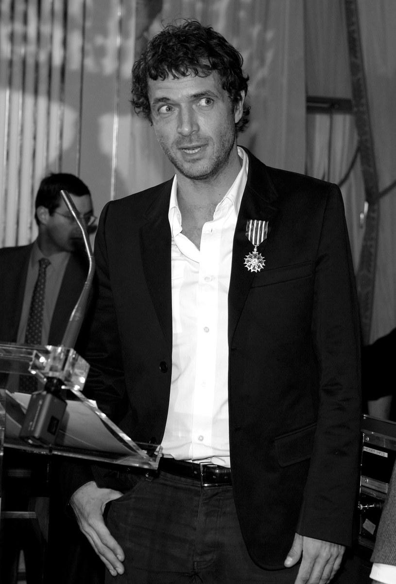 Świat muzyki elektronicznej nie może otrząsnąć się po tragicznej śmierci Philippe Cerboneschiego, czyli Zdara. Francuski DJ i producent zginął w wyniku nieszczęśliwego wypadku (spadł z jednego paryskich budynków). Menedżment zespołu Cassius wystosował specjalne oświadczenie.