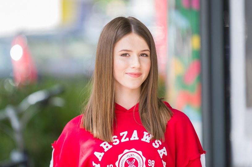 Roksana Węgiel przyznała, że to rodzice sprawują kontrolę nad pieniędzmi, które ma okazję zarabiać dzięki śpiewaniu. Piosenkarka otrzyma do nich dostęp, gdy skończy 18 lat.