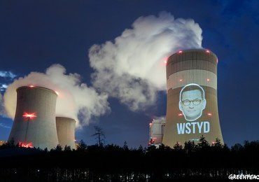 """Wyświetlili twarz premiera na elektrowni w Bełchatowie. """"Wstyd"""""""