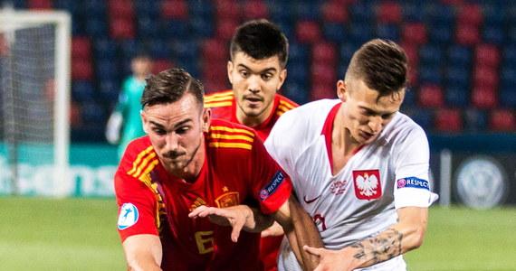 Hiszpanie rozgromili Polaków 5:0 na boisku w Bolonii. Młodzieżowa reprezentacja Polski walczyła z Hiszpanią w ostatnim meczu grupy A piłkarskich mistrzostw Europy do lat 21. Po przegranej nasi reprezentanci odpadają z turnieju i tracą szansę awansu na igrzyska w Tokio.