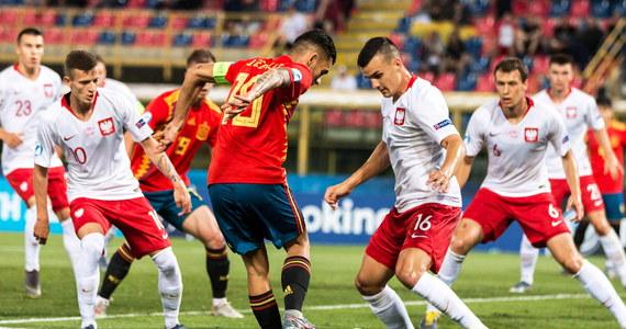 """""""Przegraliśmy wyścig po nasze marzenia"""" - tak selekcjoner reprezentacji Polski U-21 Czesław Michniewicz podsumował porażkę biało-czerwonych z Hiszpanami 0:5 na mistrzostwach Europy. Taki rezultat oznaczał dla Polaków pożegnanie z turniejem i przekreślił szansę awansu na igrzyska olimpijskie w Tokio w 2020 roku. O ekipie Hiszpanii Michniewicz mówił, że """"ma potencjał i niewiele mogliśmy z tym zrobić"""". Podkreślał jednak również osiągnięcia swoich podopiecznych. """"Ten zespół na 15 meczów o stawkę poniósł dwie porażki. (…) To też pokazuje klasę tej drużyny. Dziś na gorąco nikt tego nie dostrzega, ale to kwestia czasu, gdy ci chłopcy zostaną docenieni"""" - zaznaczył."""