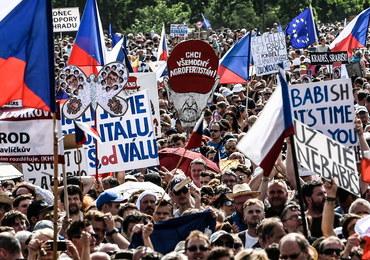 Czechy: Antyrządowa manifestacja. Tłumy na ulicach Pragi