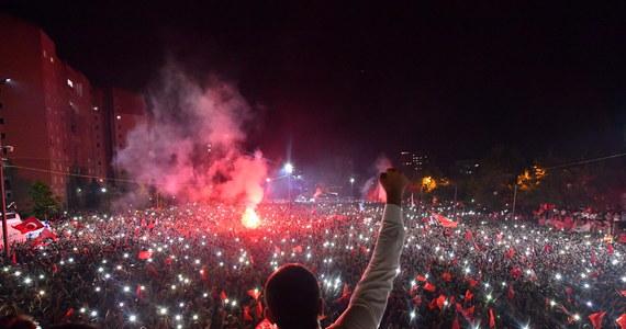 Niemieckie media komentując w poniedziałek powtórzone wybory na urząd burmistrza Stambułu, które wyraźnie wygrał kandydat opozycji, zgodnie konstatują, że są one nadzieją dla tureckiej demokracji.