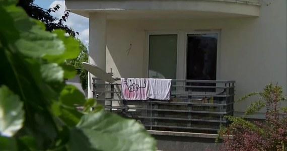 Mężczyzna podejrzany o zamordowanie 37-latki w Jabłonnie niedaleko Legionowa na Mazowszu usłyszał prokuratorskie zarzuty. W piątek wieczorem obok zwłok kobiety znaleziono jej 2-miesięcznego synka. Na szczęście, dziecku nic się nie stało.