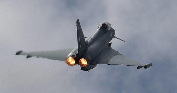 Nad graniczącym z Polską niemieckim krajem związkowym Meklemburgia-Pomorze Przednie doszło do katastrofy z udziałem myśliwców Luftwaffe, Eurofighter. Według doniesień lokalnych mediów maszyny zderzyły się w powietrzu.