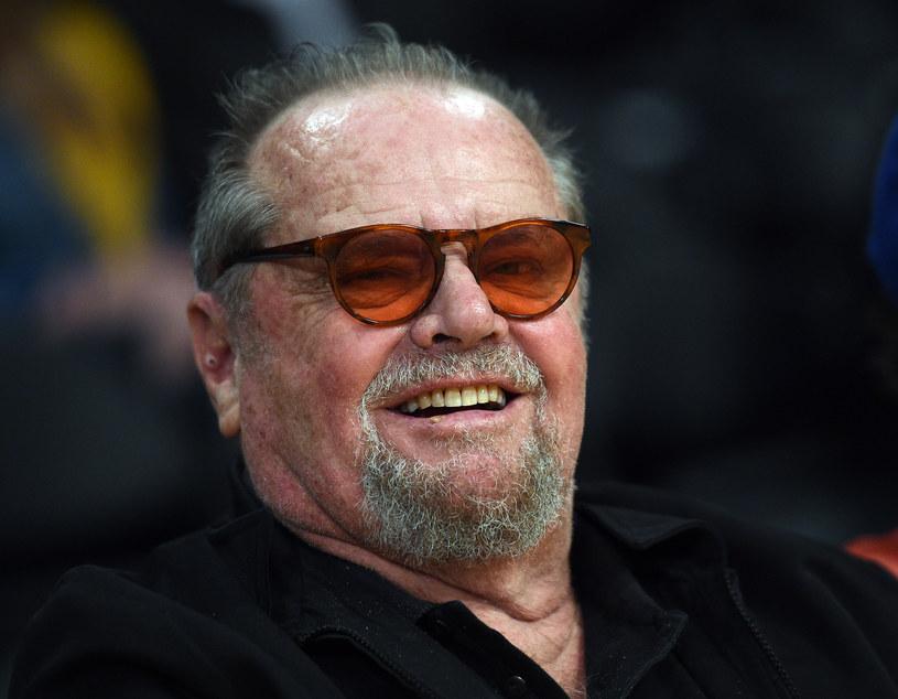 """Jest jednym z najwybitniejszych aktorów w historii. Ma opinię skandalisty, ale w głębi serca to skromny człowiek, wrażliwy na cudzą krzywdę. """"Nie chcę, żebyście wiedzieli, jaki naprawdę jestem. Bo czyż największym skarbem każdego człowieka nie są jego tajemnice?"""" - mówi Jack Nicholson."""