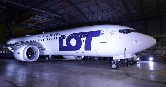 """LOT-owskie Boeingi 737 MAX uziemione prawdopodobnie co najmniej do końca wakacji. """"Wydaje się, że w sezonie letnim raczej ten samolot nie będzie wykonywał lotów z pasażerami"""" - mówi RMF FM rzecznik linii lotniczej. Przypomnę, że wszystkie samoloty tego typu zostały uziemione po dwóch katastrofach w Indonezji i w Etiopii, w którym zginęło prawie 350 osób."""