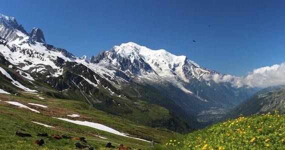"""Dziś mija rok od tragicznej śmierci 40-letniej Polki we francuskich Alpach. 26 czerwca 2018 roku w masywie Mont Blanc zginęła pani Aneta. Jej narzeczony odpowiedzialnością obarczył organizatora wyprawy. Twierdził, że właściciel warszawskiej firmy """"Homo-hibernatus"""" to tak zwany """"czarny"""" przewodnik, który prowadzi ludzi w góry bez odpowiednich uprawnień. Sprawą od wielu miesięcy zajmuje się Prokuratura Rejonowa w Sosnowcu."""