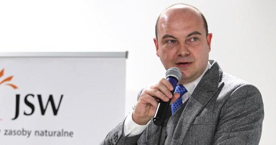 Były prezes Jastrzębskiej Spółki Węglowej Daniel Ozon zrezygnował z ubiegania się o ponowny wybór na to stanowisko. Chociaż złożył papiery w konkursie na nowego prezesa, to nie przyszedł na rozmowę kwalifikacyjną - ustalili dziennikarze RMF FM. Tym samym, z mocy regulaminu konkursu, wykluczył się z postępowania.