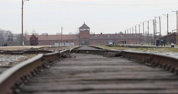 Holenderskie koleje (NS) poinformowały w oświadczeniu, że zaoferują odszkodowania finansowe za udział w przewożeniu Żydów, Romów i Sinti do niemieckich nazistowskich obozów koncentracyjnych w czasie II wojny światowej.